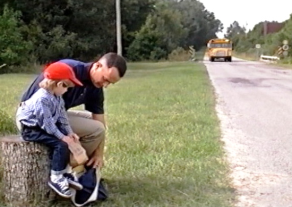 difference between the movie forrest gump and the book Differences between forrest gump the movie and the book forrest gump, the famous film starring tom hanks and directed by robert zemeckis, is based on the novel of the same name by winston groom.